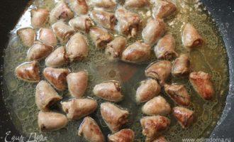 Куриные сердечки, тушеные в сметане