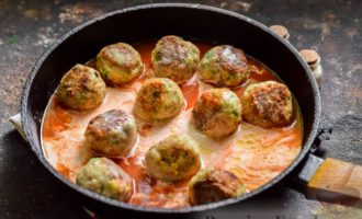 Тефтели в сливочно-томатном соусе